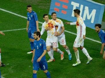 Aduriz celebra el empate ante Italia