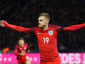 Vardy celebra un gol con Inglaterra