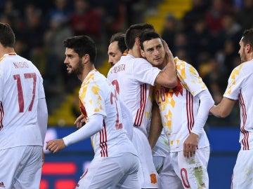 Aduriz celebra un gol con España