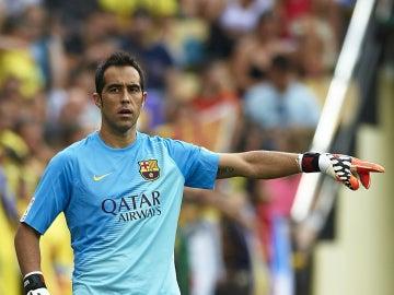 Claudio Bravo durante un partido con el Barcelona