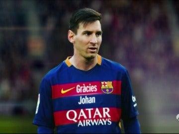 """Frame 17.787952 de: El Barça lucirá """"Grácies Johan"""" en sus camisetas en el clásico"""