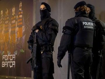 Policía Camp Nou