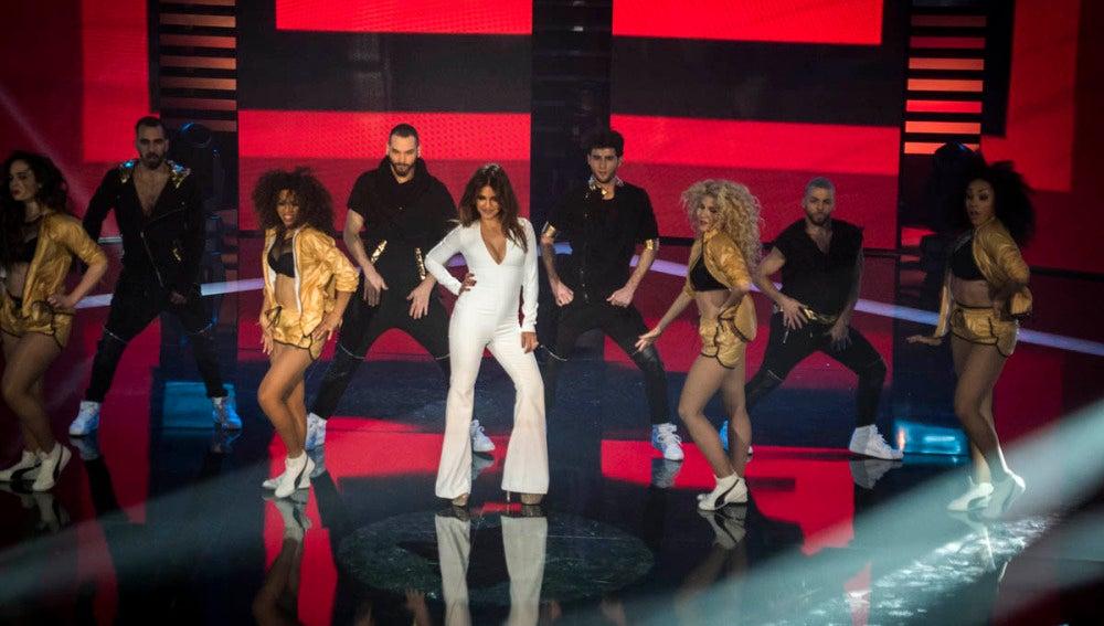 Mónica Cruz baila junto a Bustamante, Rafael Amargo y Manel Fuentes