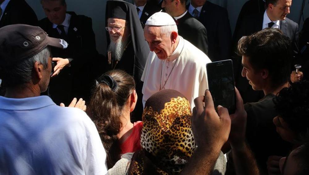 El Papa Francisco a su llegada al campamento de Moria