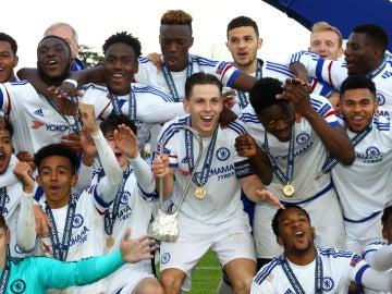Los jugadores del Chelsea celebran su victoria en la Youth League
