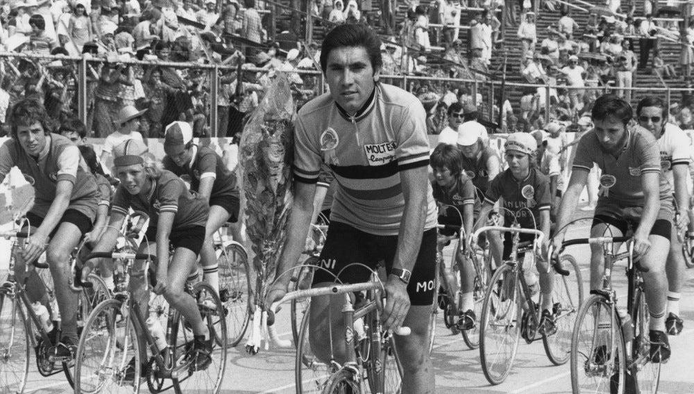 EDDY MERCKX (1946): Cinco Tours (1969, 1970, 1971, 1972 y 1974), cinco Giro de Italia (1968, 1970, 1972, 1973 y 1974) y una Vuelta a España (1973)