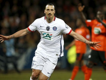 Ibrahimovic celebrando su vital gol ante el Lorient