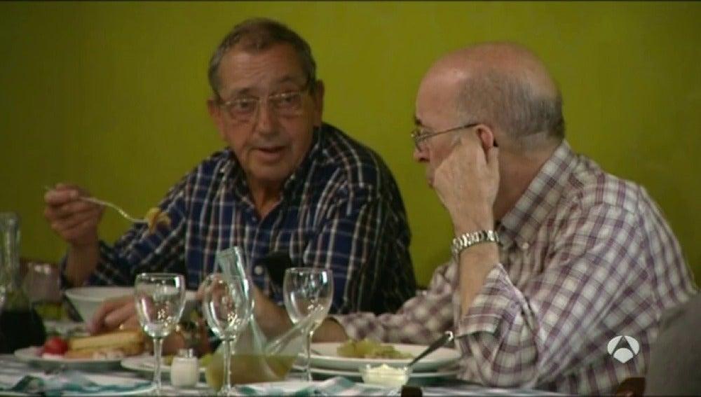 Frame 80.356256 de: La sociedad española de endocrinología señala que no hay alimentos prohibidos dentro de una dieta equilibrada