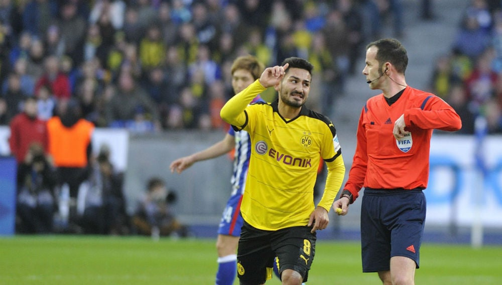 Gundogan celebrando el pase a la final del Borussia