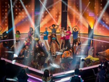 La entrada de los concursantes al plató de Top Dance
