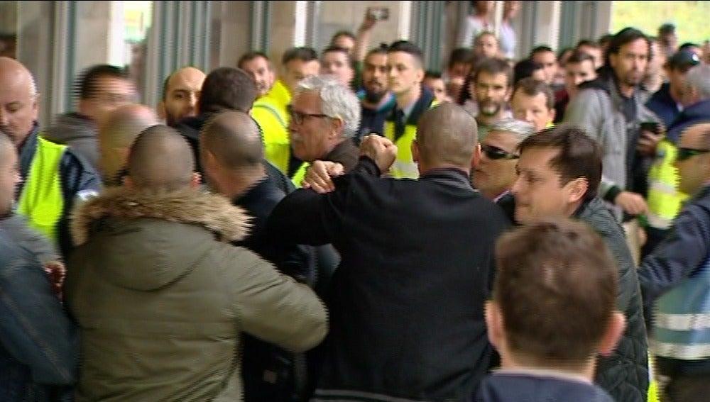 Dos heridos tras el boicot de un grupo de independentistas a un acto de Sociedad Civil Catalana en la Autónoma de Barcelona