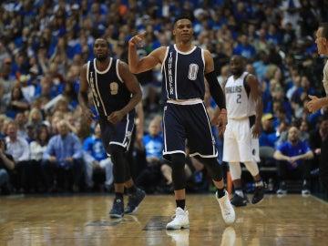 Russell Westbrook celebra una acción con los Thunder