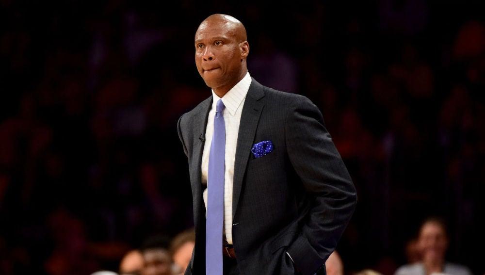 Byron Scott, en un partido de los Lakers
