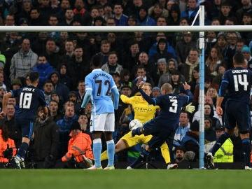 Paradón de Hart a Pepe con el que evitó el gol del Real Madrid