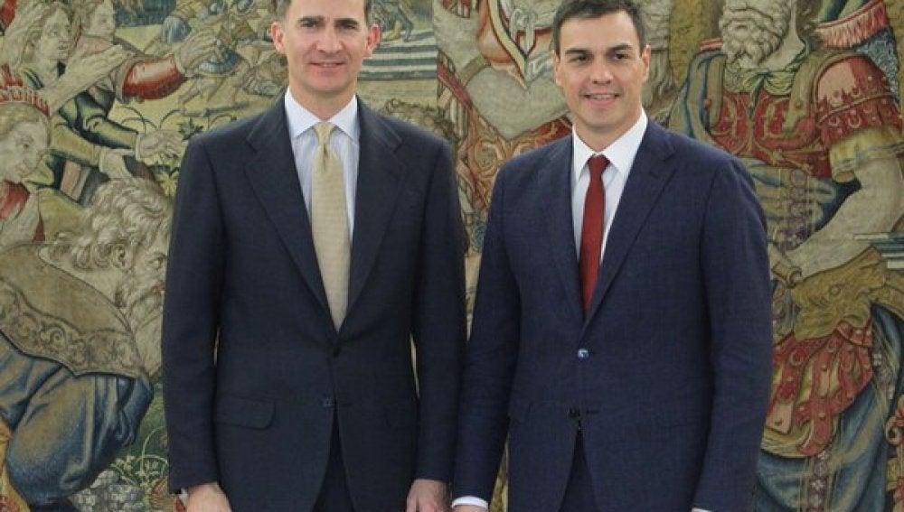 Felipe VI se reúne con el líder del PSOE, Pedro Sánchez