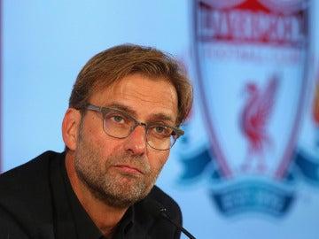 Jurgen Klopp en rueda de prensa con el Liverpool