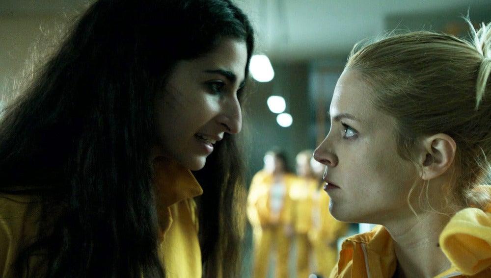 Saray le restriega a Macarena que ahora Rizos está con ella