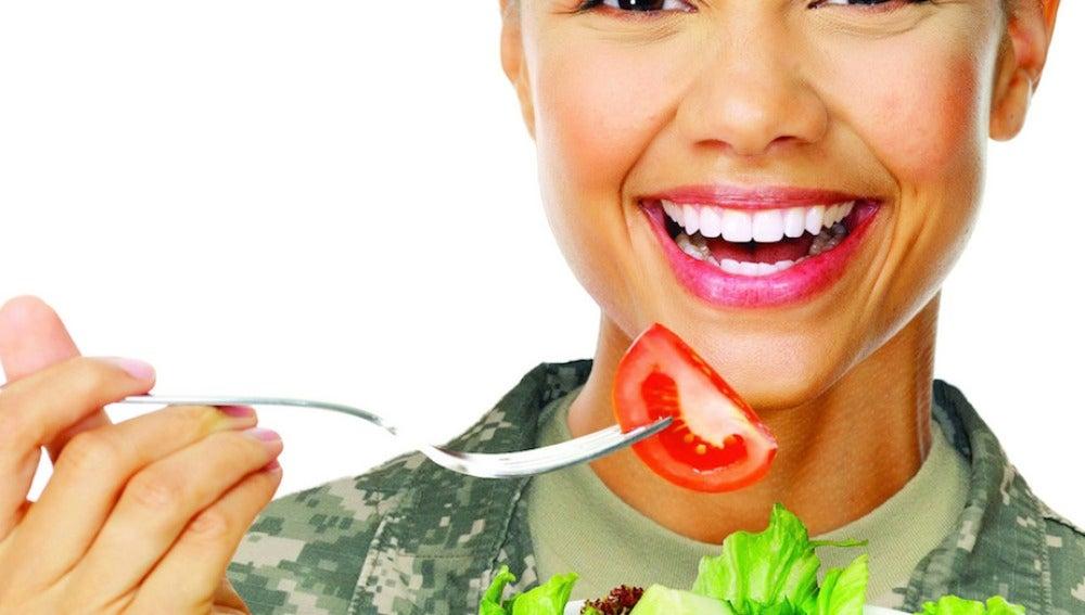 Come con los cinco sentidos.