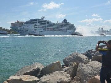 Adonia, crucero de Miami a Cuba