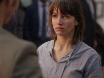 Ester culpa a Roberto de su entrada en prisión tras ser liberada