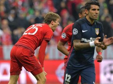 Müller grita tras fallar el penalti