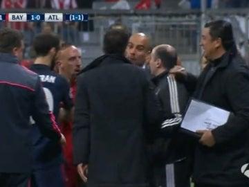 Ribery trata de frenar a Simeone