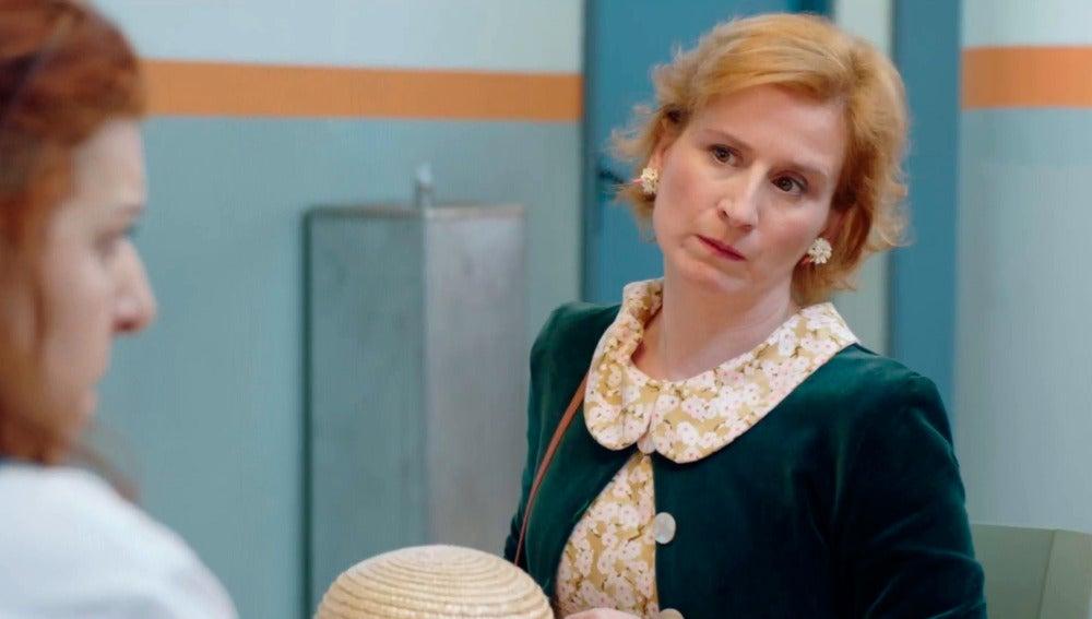 Dolores desenmascara a una presa al hacerse pasar por madre de Carmen