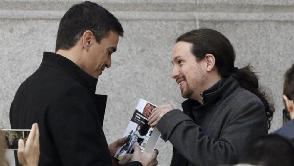 Pedro Sánchez y Pablo Iglesias antes de una de sus reuniones