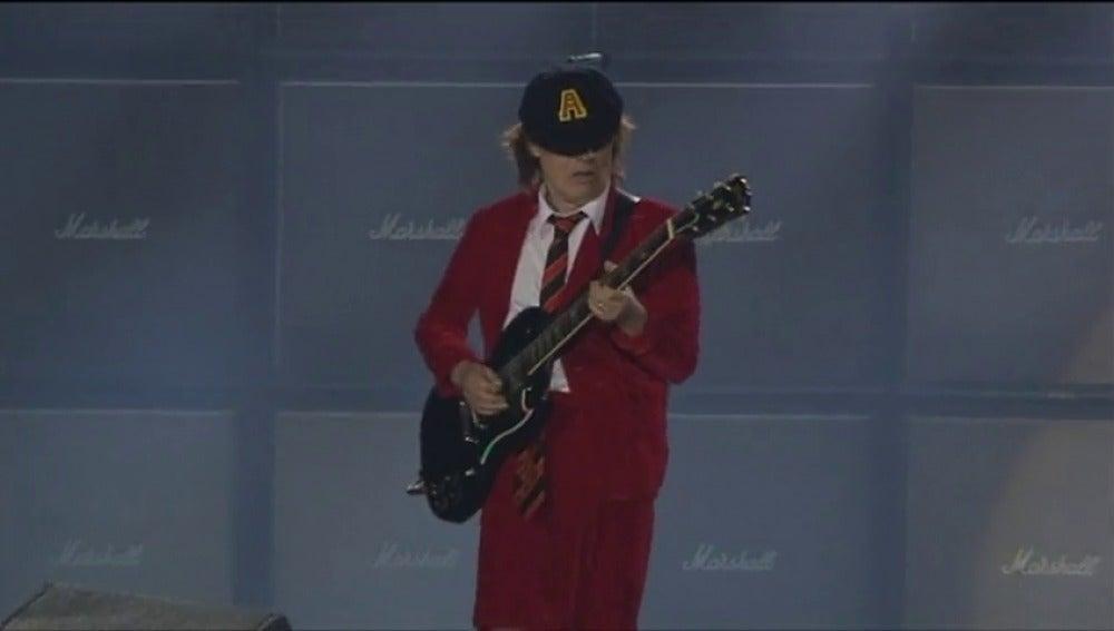 Frame 20.791717 de: 60.000 personas en el único concierto de AC/DC en España