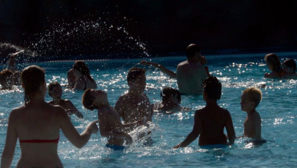 Antena 3 tv las piscinas municipales de madrid abren for Madrid piscinas municipales