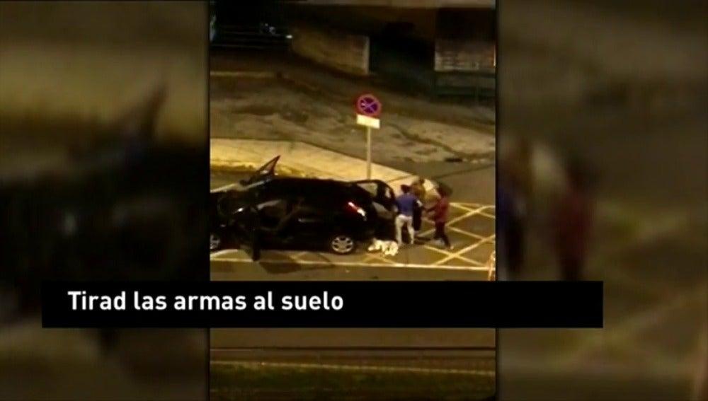 Frame 2.281328 de: Tiroteo a las puertas de un hospital en Ourense