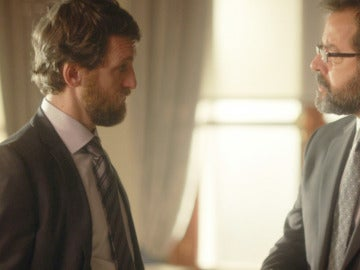 Eduardo se enfrenta a Luis, el embajador