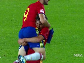 Los jugadores de España celebran su pase a la final del Europeo sub-17