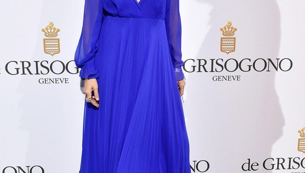 Ana de Armas, con vestido azul klein muy vaporoso