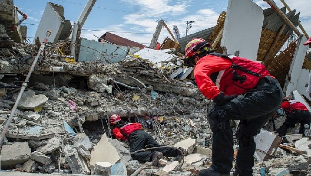 Operaciones de rescate en Ecuador