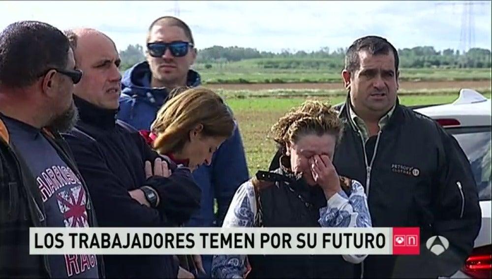 Frame 77.683546 de: Los trabajadores de la fábrica de León calcinada, inquietos por su futuro