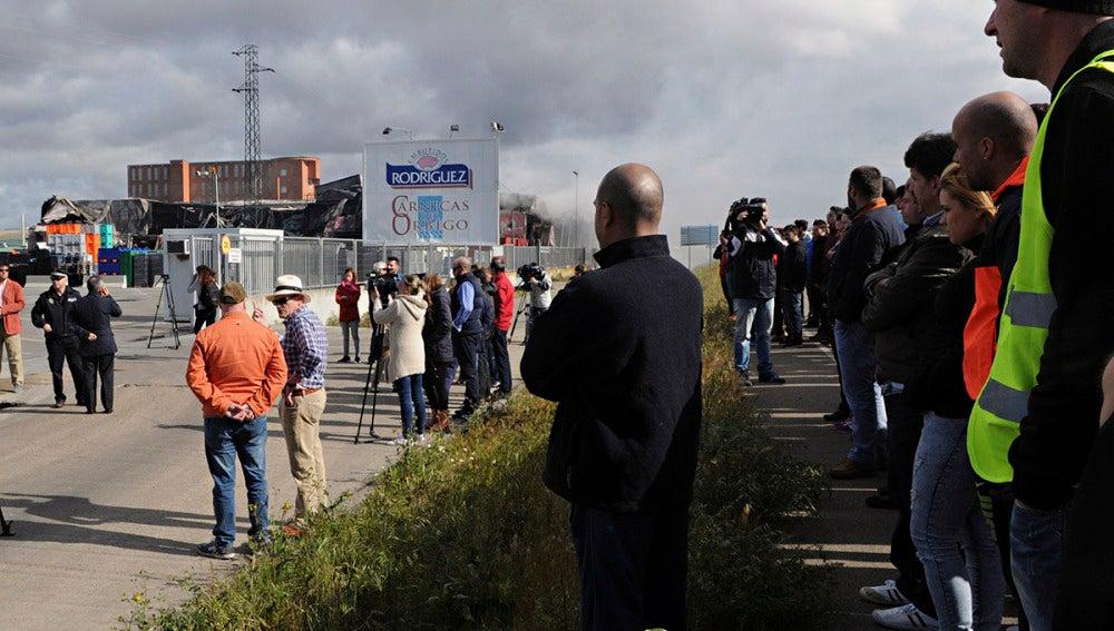 Trabajadores de la empresa de embutidos que ardió en León