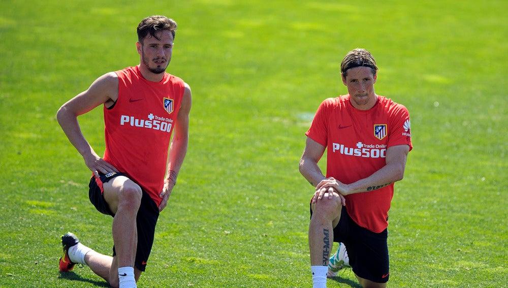 Saúl Ñíguez y Fernando Torres durante el entrenamiento del Atlético de Madrid