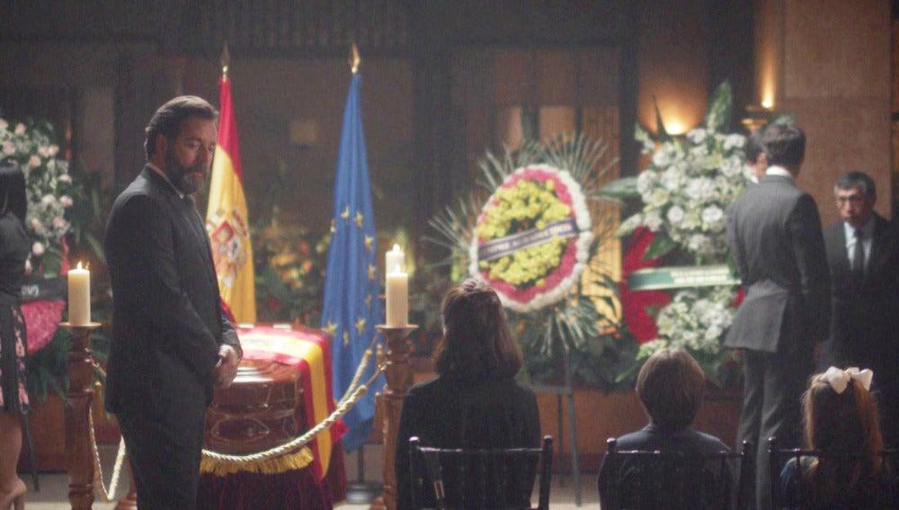¿Cuál es el papel de un embajador en la repatriación de un cadáver?
