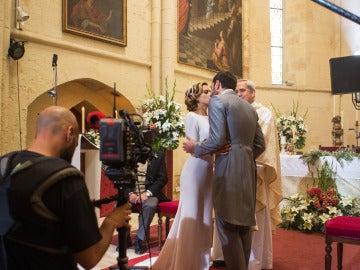 María León y Jon Plazaola, el beso final