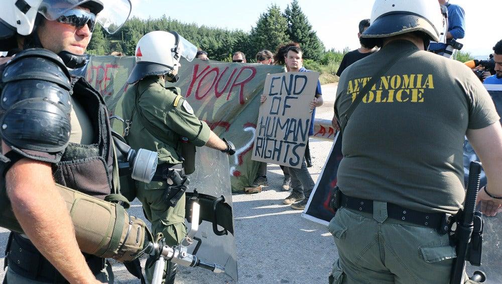 La policía griega sigue desalojando Idomeni