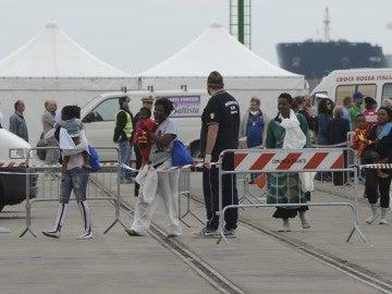Más de un centenar de refugiados llegan a la isla de Lampedusa