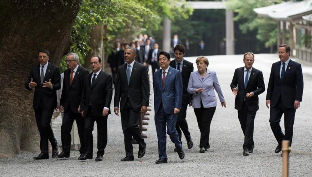 Los líderes del G7   en su visita a Gran Santuario de Ise en Ise, Mie (Japón).
