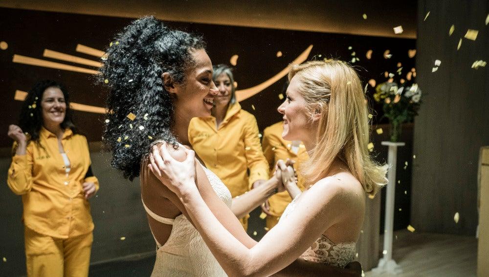 Baile romántico entre Macarena y Rizos