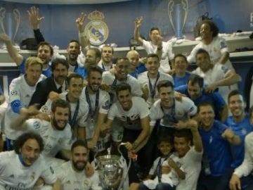 Fiesta del Real Madrid en el vestuario de San Siro