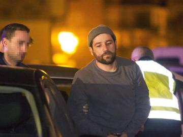 Detenido por estrellar su coche contra Génova