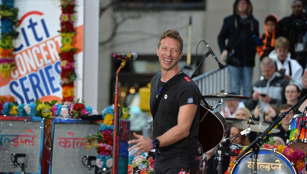 Chris Martin actuando en Nueva York