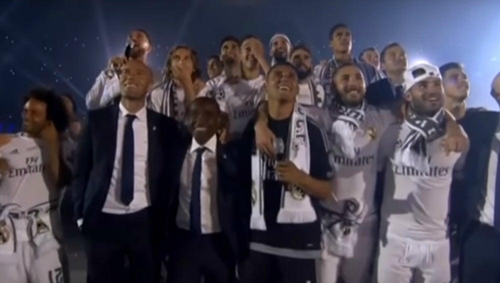 Los jugadores del Madrid durante la celebración del Bernabéu