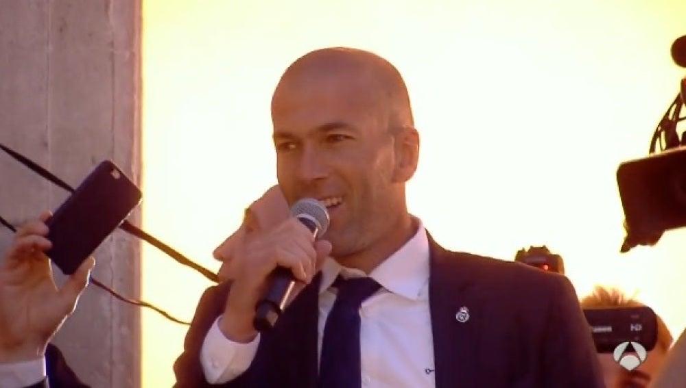 Zinedine Zidane en la Puerta del Sol