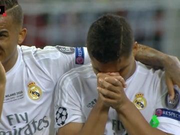Danilo y Casemiro durante los penales de la final de Champions